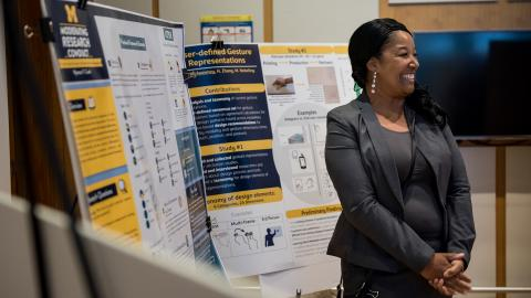 Students show their research posters